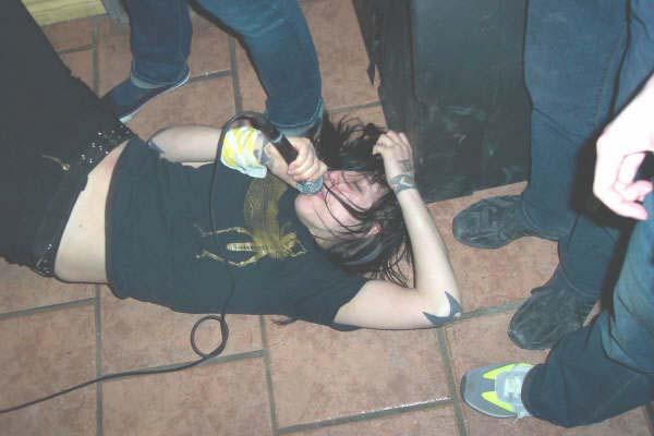 AIDS Wolf live (2008).